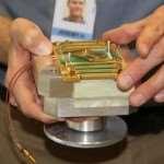 031_d-wave-512-qubit-chip