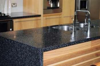Сделайте свою кухню оригинальной благодаря столешнице из искусственного камня