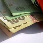 В каких сферах украинцам готовы значительно поднять зарплаты
