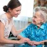 Когда стоит задуматься об услугах пансионата для больных деменцией
