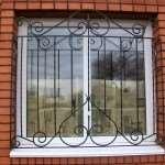 Кованые и сварные решетки на окна – что лучше предпочесть