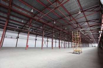 Какие факторы нужно учитывать в процессе строительства складов