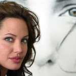 Режиссерский дебют Джоли