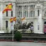 Новый павильон в Испании отражает пейзаж окрестностей