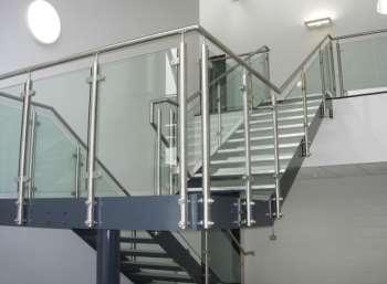 Перила для лестниц – залог вашей безопасности
