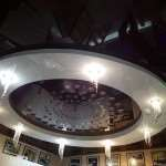 Какие натяжные потолки лучше: тканевые или ПВХ?