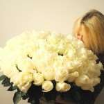 Приветствие свежими цветами именинников из всех городов