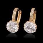 Золотые серьги с крупными камнями в ювелирных магазинах
