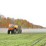 Как навесные и самоходные опрыскиватели используются в сельском хозяйстве?