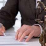 Важность правильного выбора адвоката по административным процессам
