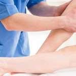 При каких симптомах нужно срочно обратиться к флебологу
