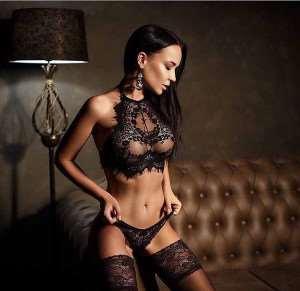 Выбор эротичного комплекта для жаркой ночи