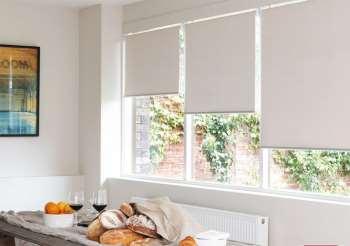 Рулонные шторы в интерьере квартиры