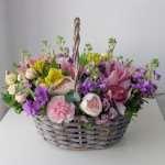 Цветочная корзина – оригинальная и долговечная композиция