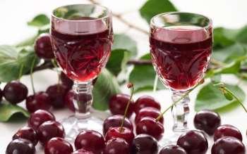 Ароматная вишневая наливка в домашних условиях